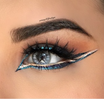 GRAPHIC CLEOPATRA LINER